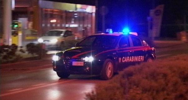Torino, carabinieri fermano abusivi: accerchiati e spintonati da 50 ragazzi