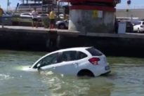 Auto finisce nel canale allo scalo del Tronchetto, il video è virale