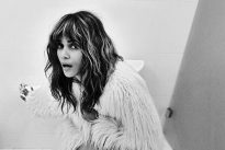 Halle Berry in bagno per festeggiare 2milioni di followers. L'autore dello scatto? «È un segreto»