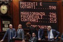 Legge elettorale, sì della Camera: i voti a favore 375, i contrari 215. I 5 stelle protestano in piazza