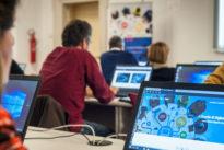 Scuola, il progetto di Tim per portare il digitale negli istituti: coinvolte nove regioni