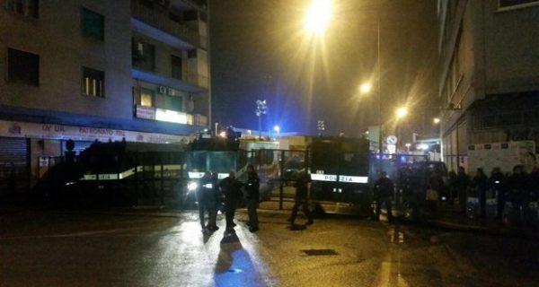 Napoli, corteo contro Casapound: guerriglia tra forze dell'ordine e centri sociali, 2 feriti