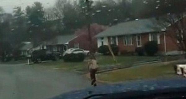 Usa, fa il bullo sul bus: il padre lo costringe a correre fino a scuola per una settimana