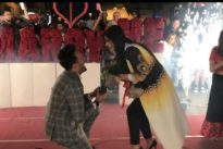 Napoli, proposta di matrimonio in piazza con un flash mob e un anello da 50mila euro