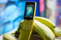 """Torna in vendita il """"banana phone"""", il cellulare-culto degli anni Novanta, reso celebre dal film Matrix"""