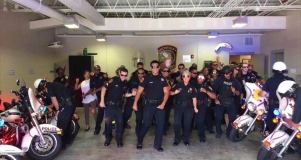Sfida di ballo tra corpi di polizia, l'imperdibile video diventa virale sui social