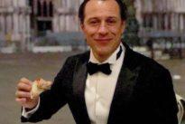 Stefano Accorsi, insulti e accuse per una pizza in piazza San Marco