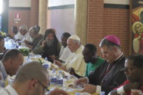 Al pranzo del Papa esclusi gli immigrati irregolari per questioni di sicurezza
