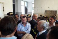 Salvini all'hotel multietnico di Porto Recanati: «Servono le ruspe»
