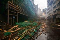Tifone Mangkhut su Hong Kong, italiani prigionieri negli hotel: «500 voli cancellati, il vento ci frantuma le finestre»