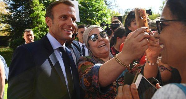 Macron, nuova gaffe: «Sei senza lavoro? Attraverso la strada e te lo trovo»