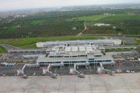 Bimbo muore sull'aereo, atterraggio di emergenza a Bari