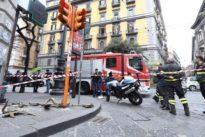 Napoli, crollano calcinacci a Mezzocannone: turista ferito alla testa