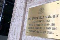 Papa Francesco cambia ancora la squadra della Sala Stampa, ma il posto di vice direttore  destinato a una donna resta vacante, nessuna accetta