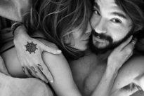 Heidi Klum, il selfie a letto dopo la passione con il cantante dei Tokio Hotel: «Ho detto sì»