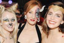 """Emma Watson """"Wonder Woman"""" per il compleanno di J.K Rowling: la foto in costume fa il giro del web"""