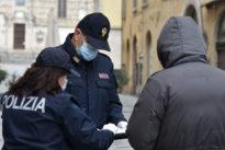 Coronavirus, tante chiamate alle forze dell'ordine: «Posso andare da mia figlia?»C'è chi si becca la multa perché va a cogliere gli asparagi