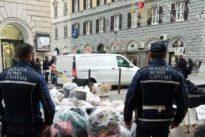 Coronavirus Roma, task force dei vigili di Roma per portare i pacchi spesa a casa
