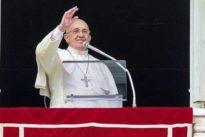 Papa Francesco contro il Black Friday: «Il consumismo è nemico della generosità, ai cristiani serve una vita più austera»