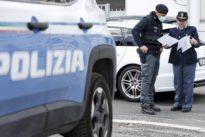 Roma, «stiamo portando fuori i cani»: ma era una scusa per spacciare