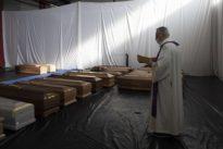 Fase 2, Cei tratta con il governo: misure per funerali e battesimi e soldi alle scuole paritarie