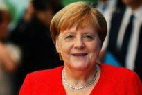 Coronavirus, i vescovi contro la Merkel: perché le chiese restano chiuse ma i negozi si aprono?