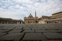 Vaticano, degrado in via Rusticucci: rifiuti e fetore