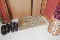 Le scarpe sul pianerottolo per il coronavirus: scoppia la rissa nel condominio