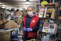 """Riaprono le librerie e i romani chiedono """"Spillover"""", il testo sui cacciatori di virus"""
