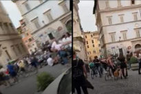 Fase 2, a Trastevere c'è l'aperitivo a San Calisto: in piazza senza mascherine