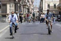 Virus, a Roma 32 nuovi contagiati: 18 positivi dopo un funerale. Nel Lazio 50 casi